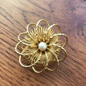Gold-plaited pearl swirled spiral pin